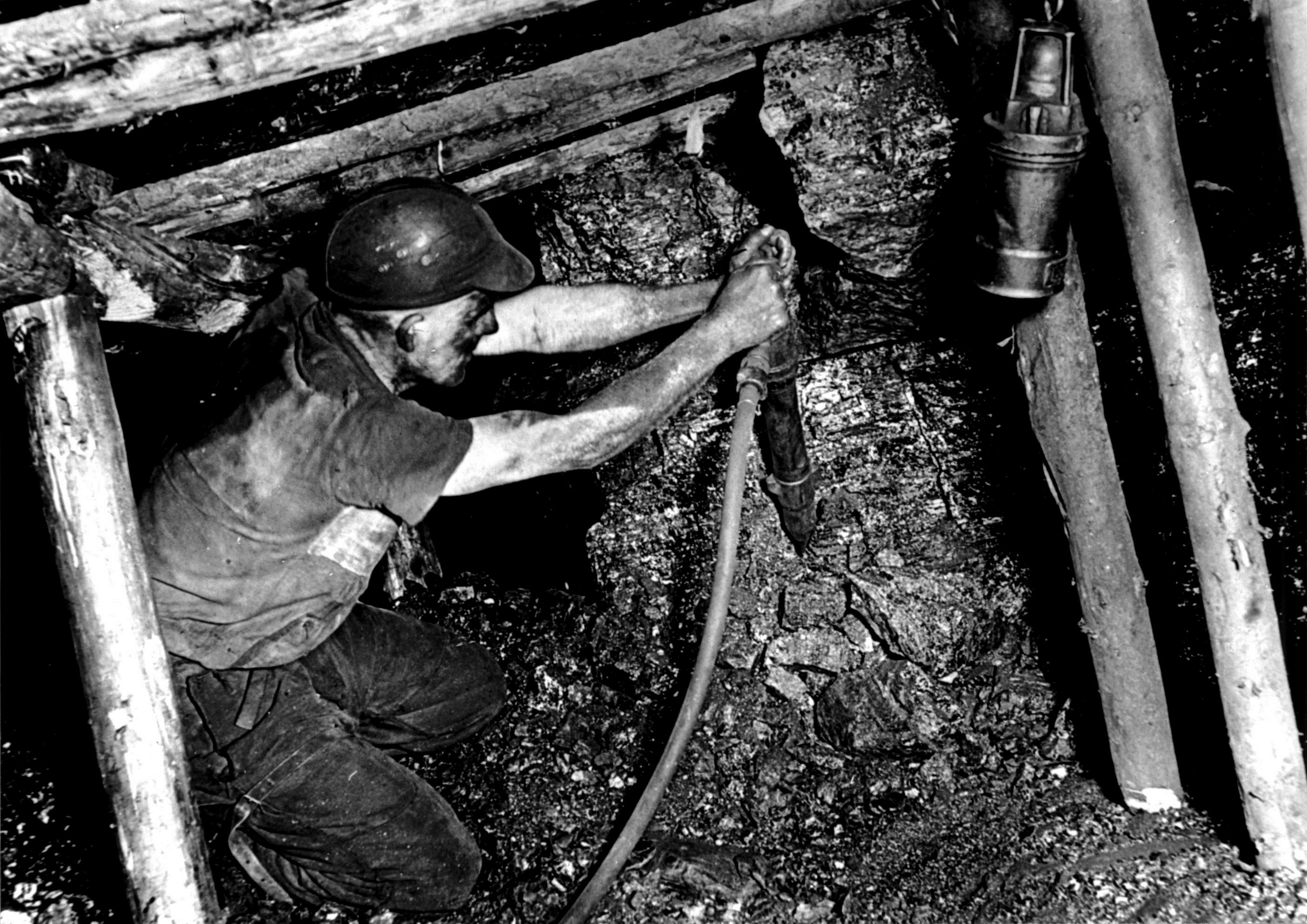 Folie 2 Arbeit im Streb, um 1950.png
