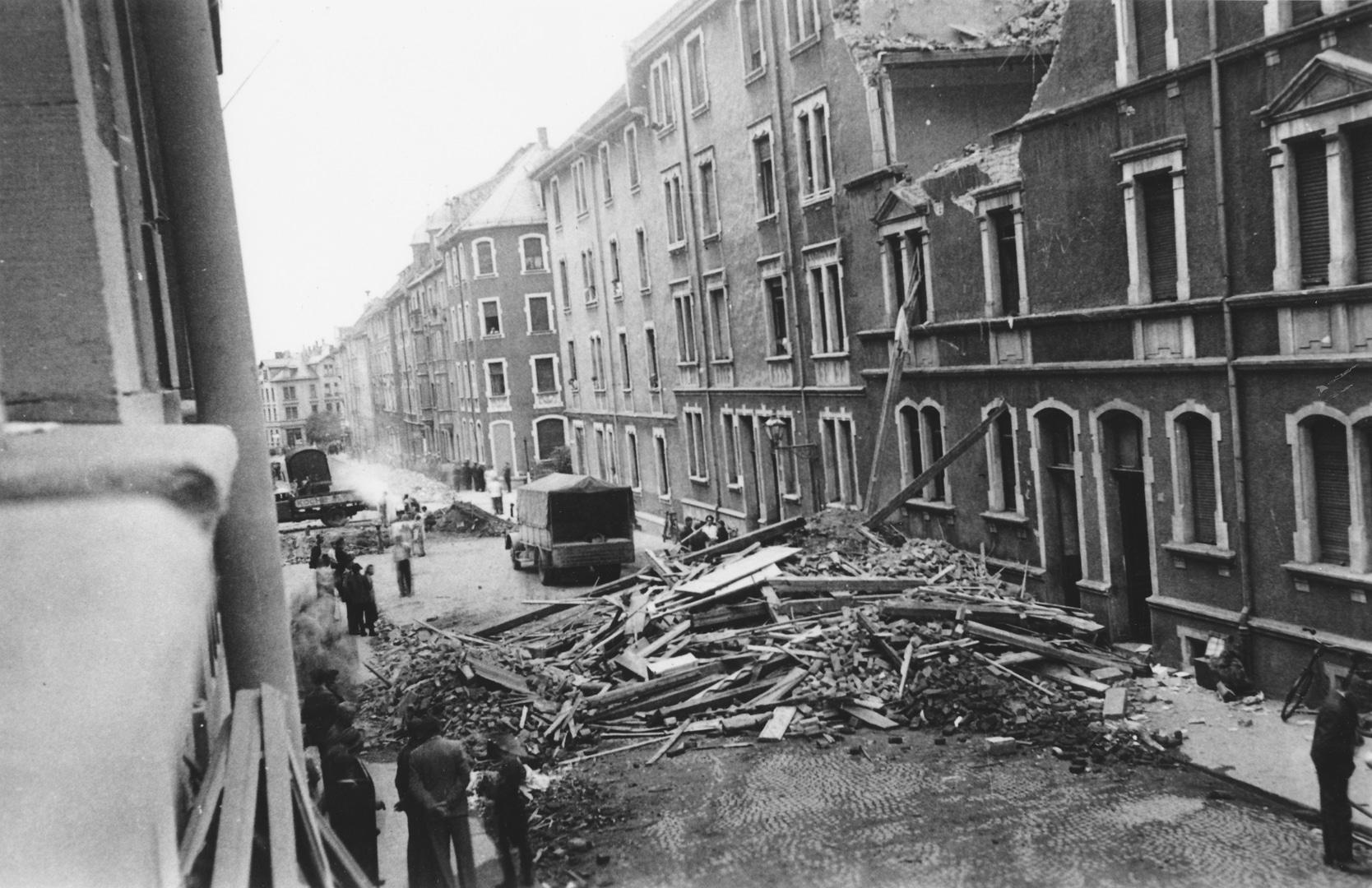 Auswirkungen eines Bombenangriffs am 21. Juli 1941