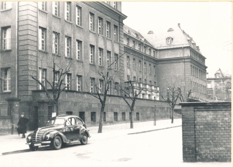 Eleonorenschule, Sitz der Stadtverwaltung von 1945 bis 1958