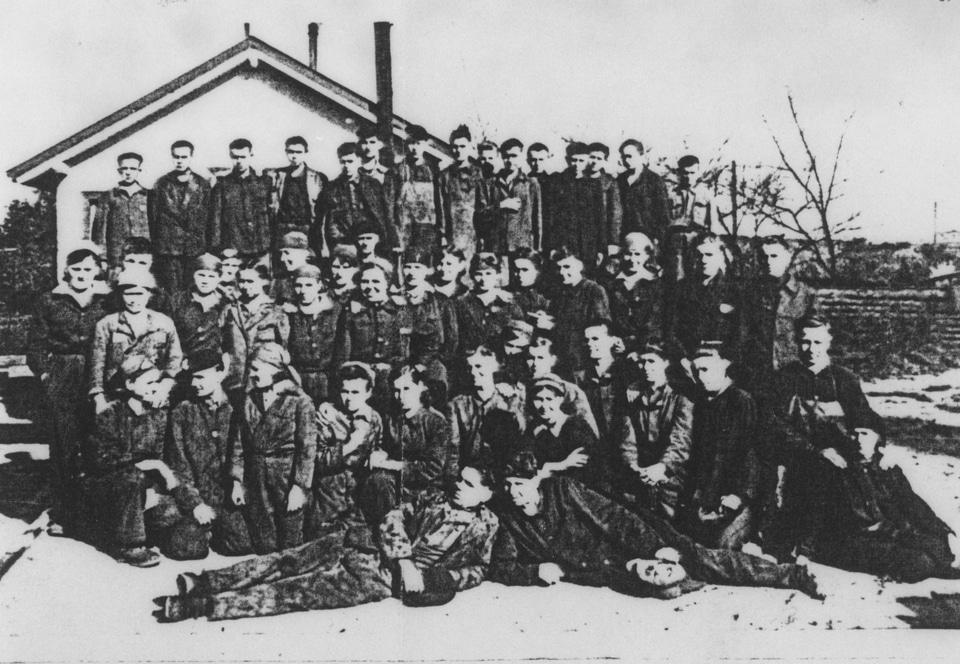 Zwangsarbeiter:innen aus der Ukraine beim Reichsbahn-Ausbesserungswerk
