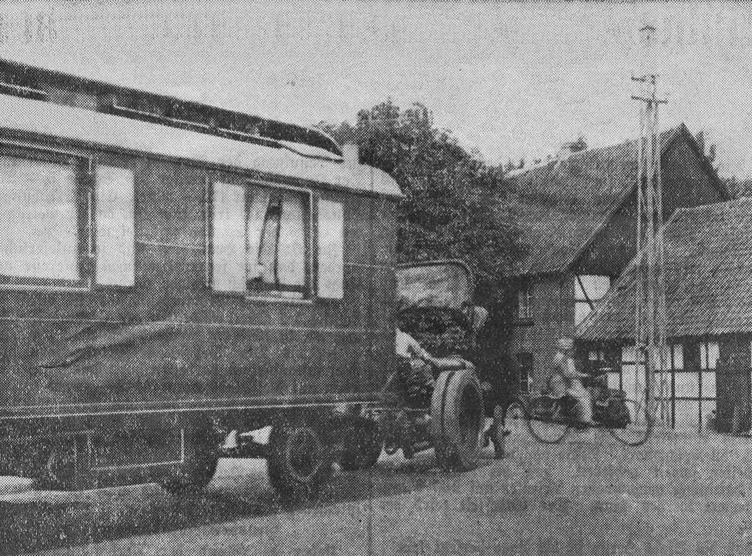 Ein Schaustellerwagen verlässt Crange, aus Westfälische Landeszeitung Rote Erde vom 15.08.1935.jpg