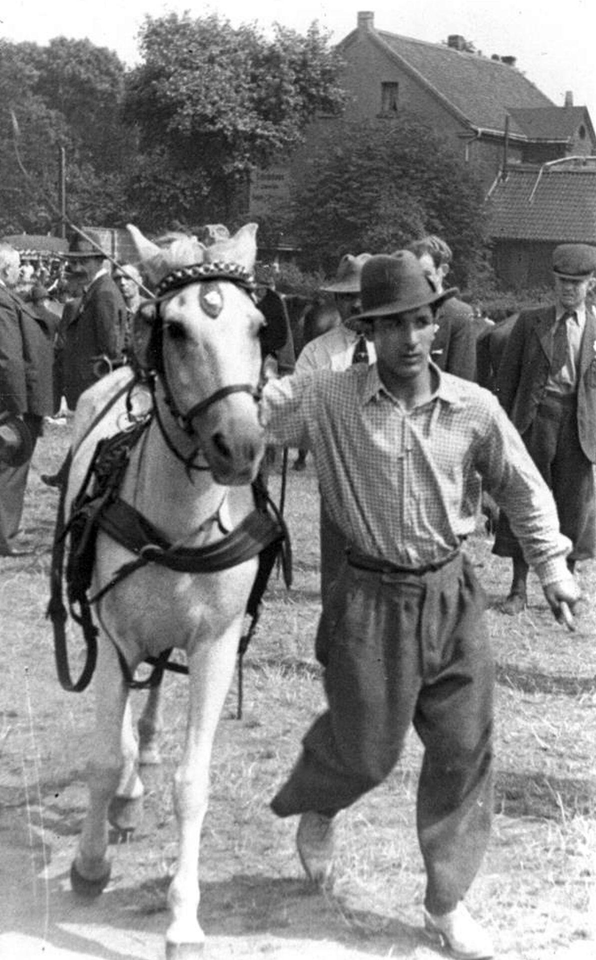Sinto auf dem Pferdemarkt, um 1928.jpg