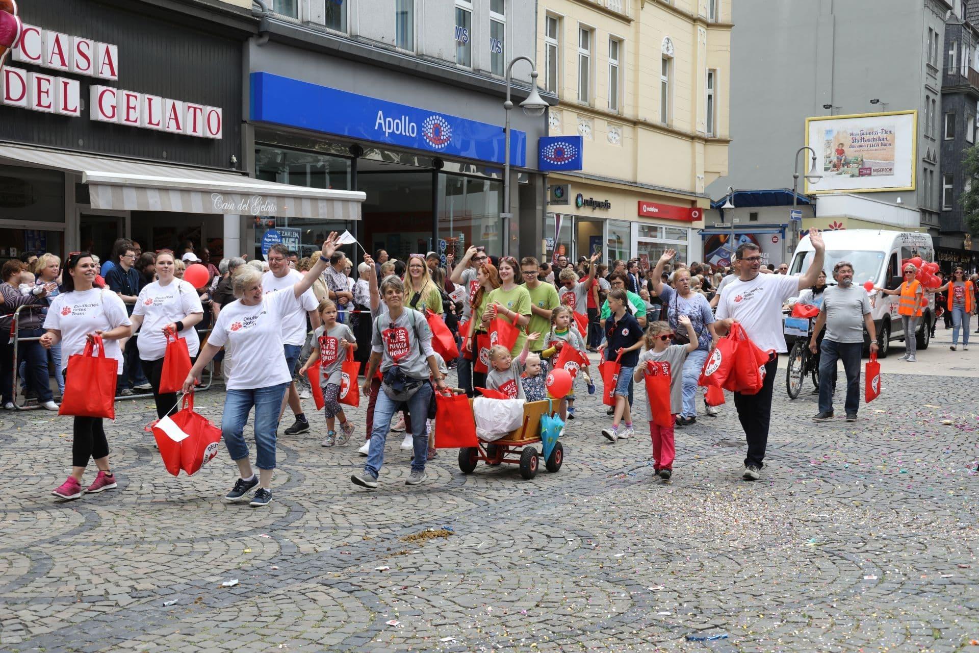 14 Fußgruppe des Deutschen Roten Kreuz.jpg