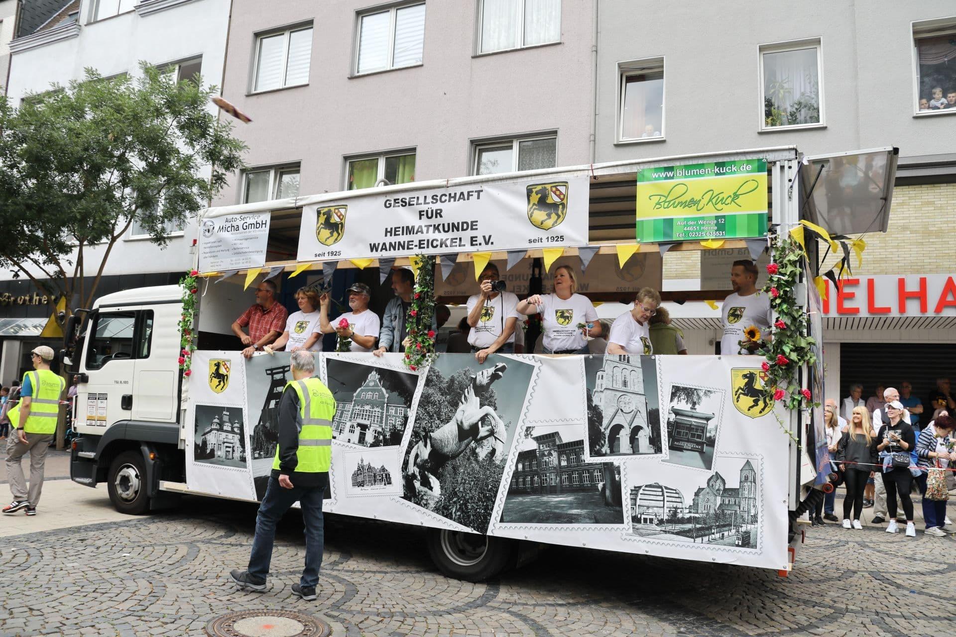 4 Wagen der Gesellschaft für Heimatkunde Wanne-Eickel.jpg