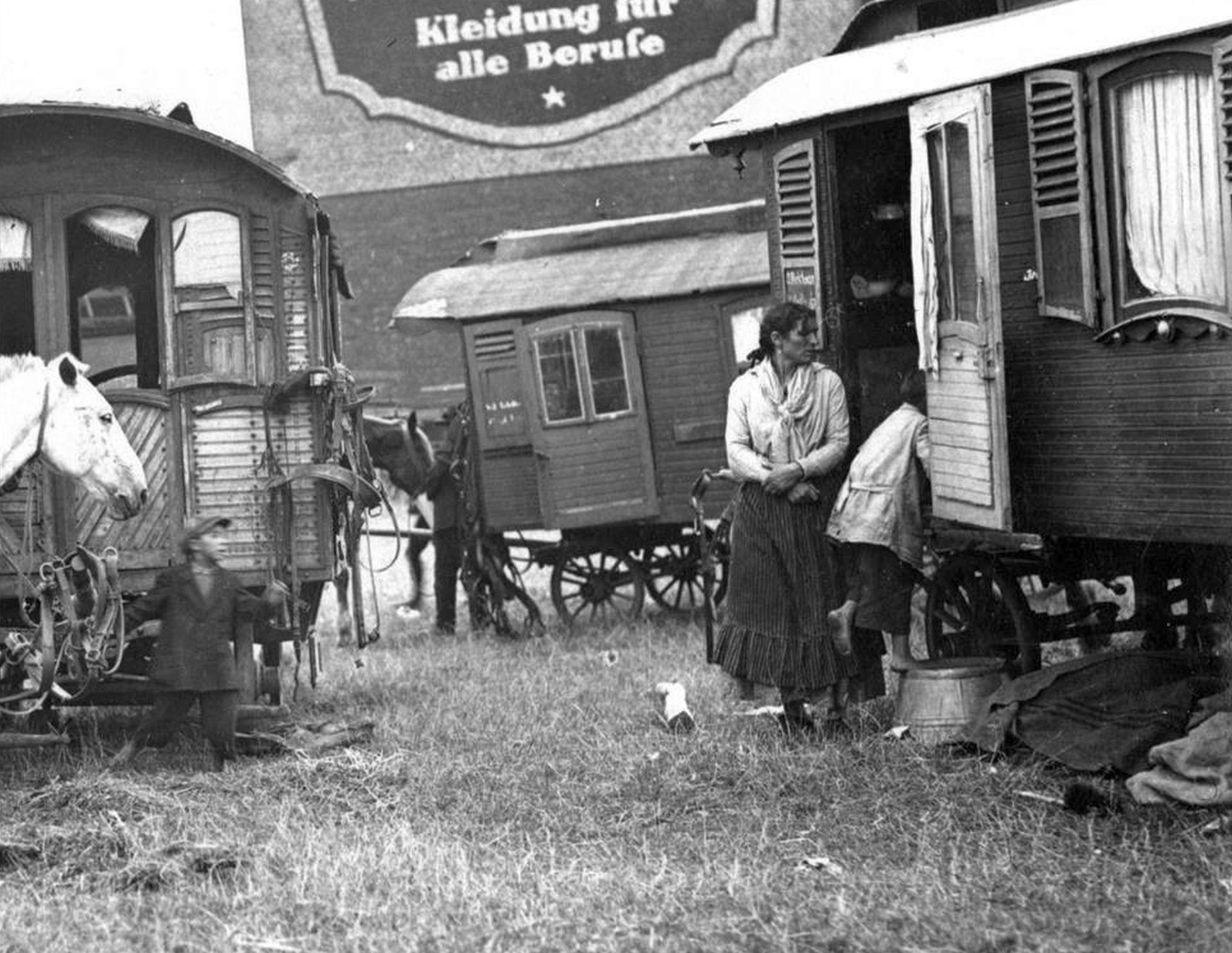 Sinti und Roma auf der Cranger Kirmes, 1920er Jahre.jpg