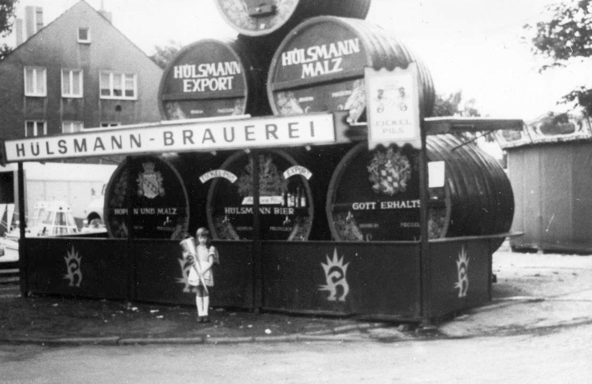 Natürlich durfte das Eickeler Hülsmann Bier auf dem Cranger Jahrmarkt nicht fehlen, undatiertes Foto.jpg