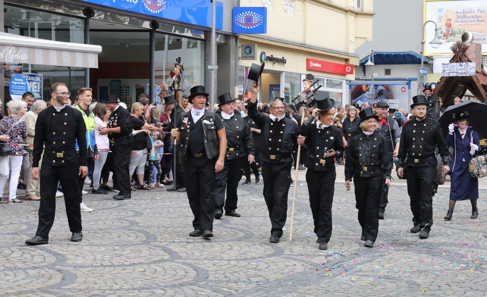 5 Fußgruppe der Schornsteinfegervereinigung.jpg