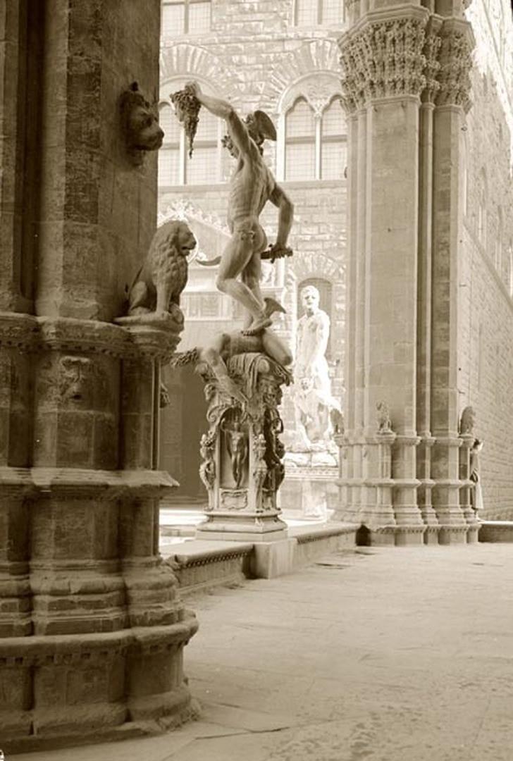 Florenz, Loggia dei Lanzi, Perseus des Benvenuto Cellini.jpg