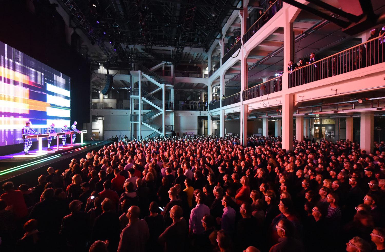 Konzert der Gruppe Kraftwerk im Zentrum für Kunst und Medientechnologie 2014