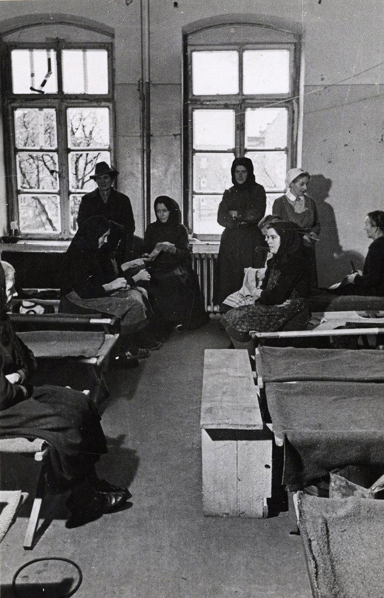 Flüchtlinge im Lager Artilleriekaserne, 1947
