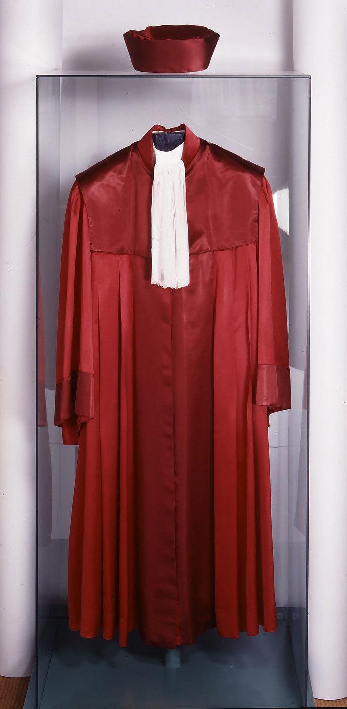 Robe und Barett eines Bundesverfassungsrichters, nach 1950