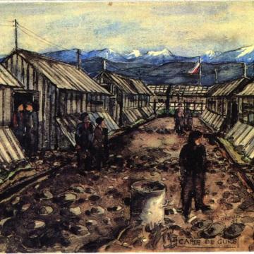 Lagerstraße im südfranzösischen Konzentrationslager Gurs.jpg