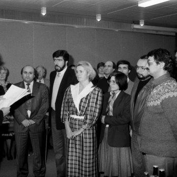 Oberbürgermeister Prof. Seiler und die Mitglieder des ersten Karlsruher Ausländerbeirats, 1987.jpg