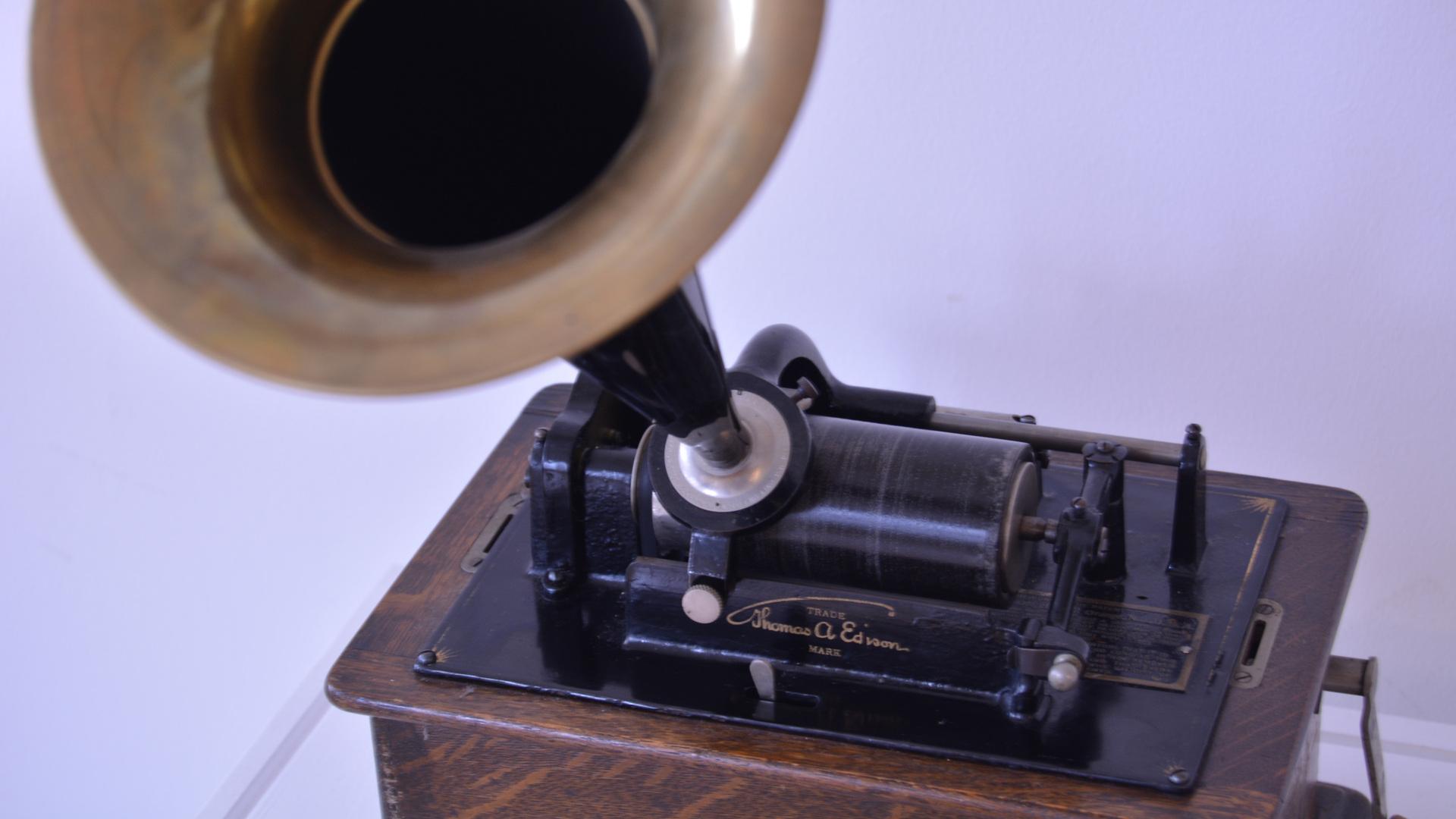 39_Phonograph.JPG