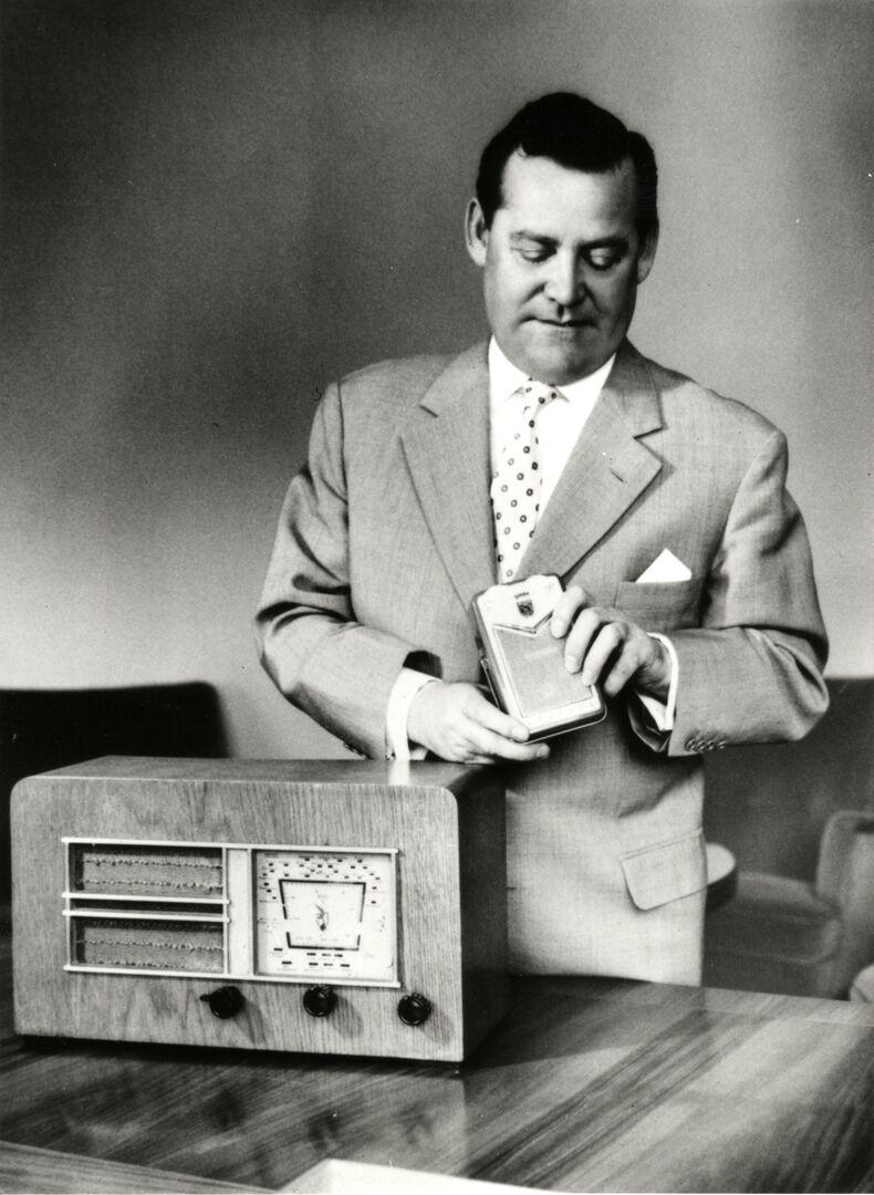1958-Grundig-mit-Heinzelmann+Miniboy.jpg