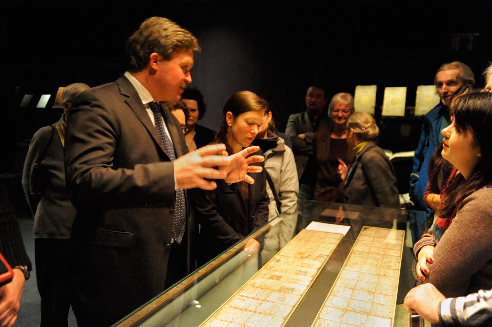 """Eröffnung der Ausstellung """"Weltuntergang 2012? Der Dresdner Maya-Codex und seine Entzifferung"""" im Vortragsaal der SLUB"""