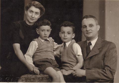 Elisabeth_09_Familienporträt_1939_Jewish Museum Prague.jpg