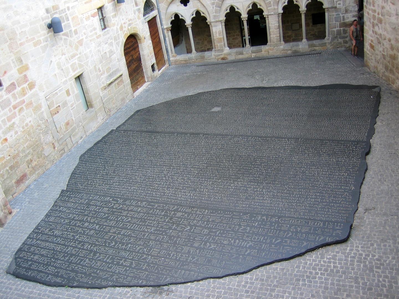 Place_des_ecritures_Figeac, Rosetta Stone.jpg
