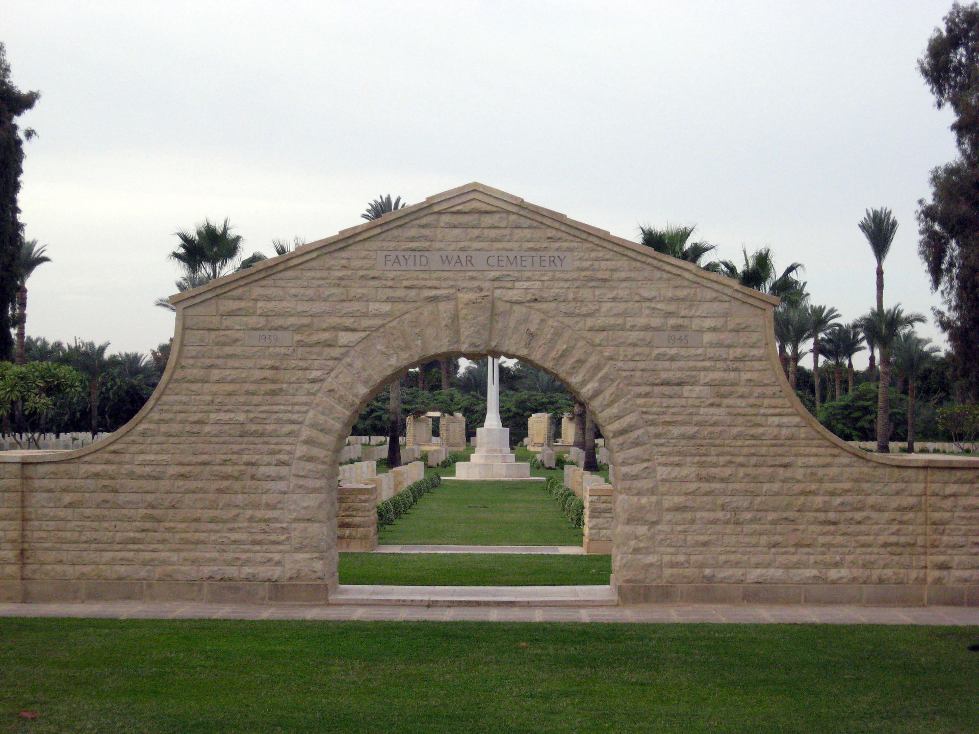 11_Fayed_War_Cemetery.jpeg